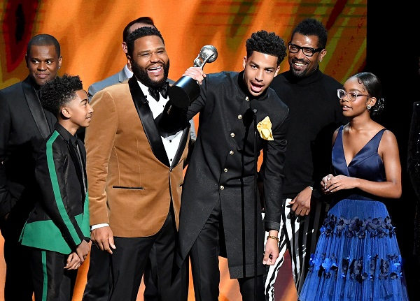 (L-R) Brian Dobbins, Miles Brown, Anderson, Marcus Scribner, Deon Cole, and Marsai Martin accept the Outstanding Comedy Series award for Black-ish onstage at the 50th NAACP Image Awards in Hollywood, California. PHOTO BY EARL GIBSON III/GETTY IMAGES FOR NAACP